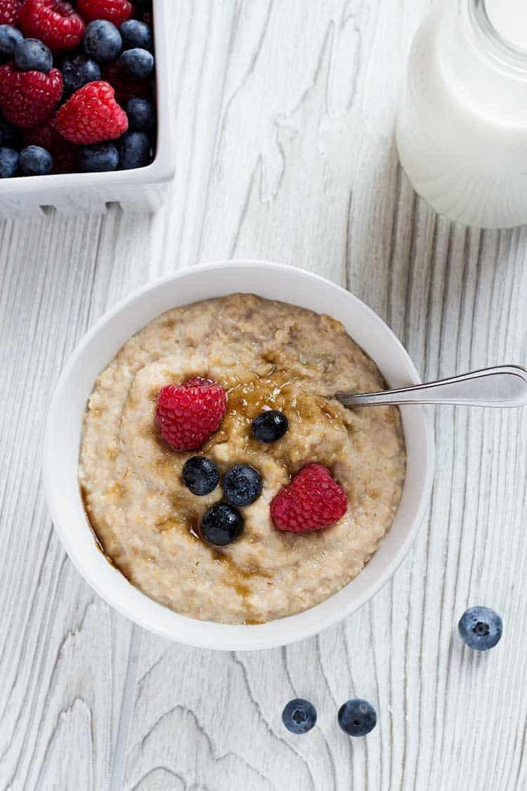 Instant Oatmeal Overhead with Berries